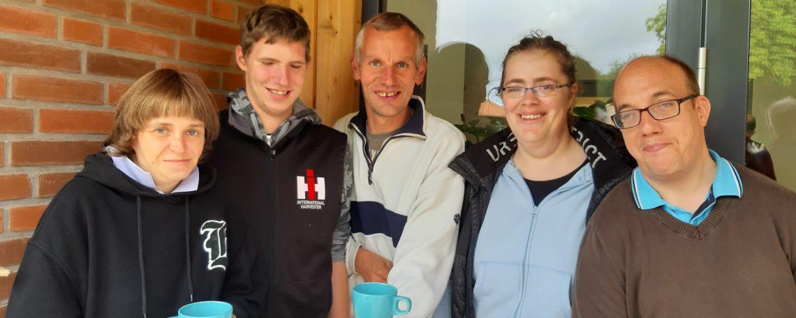 Gruppe von MItarbeitern bei der Kaffeepause des Seminars